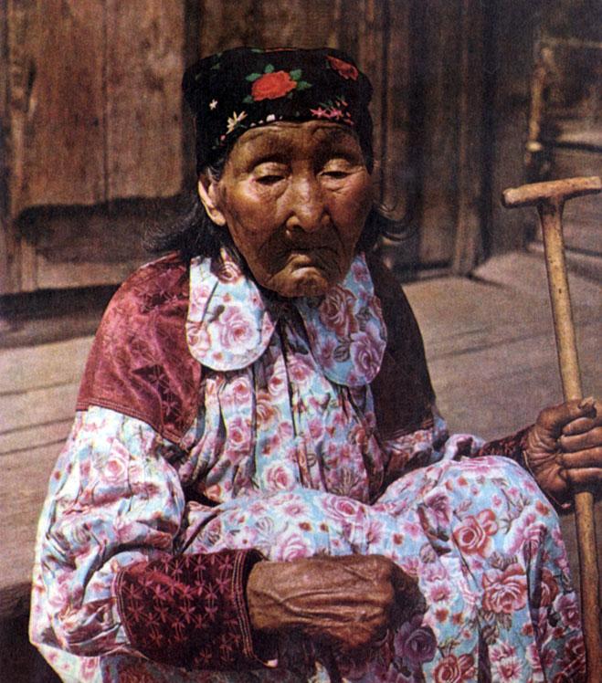 139. Хакаска в повседневном платье. Аскизский р-н. 1978 г